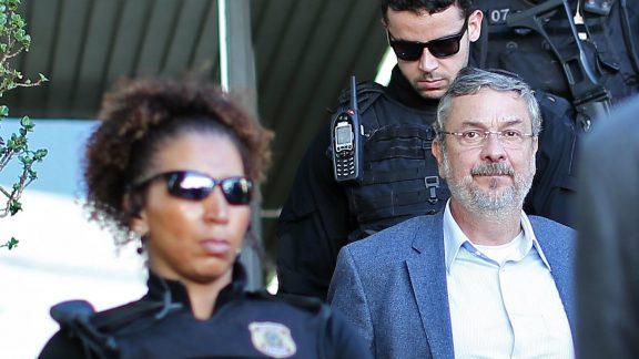 Palocci contrata novo advogado para negociar delação
