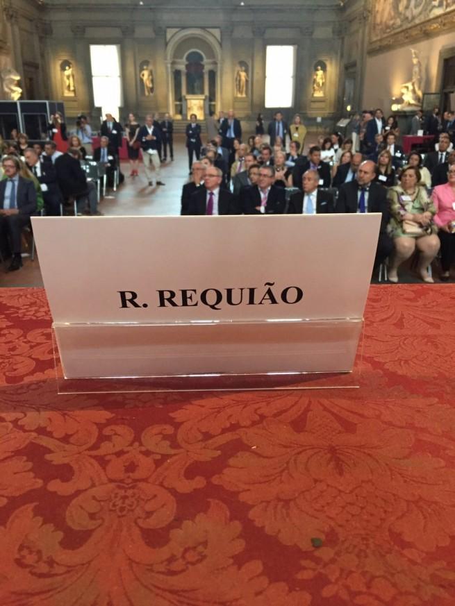 NA EUROPA COM DINHEIRO PÚBLICO: Da Itália, Requião ostenta, insufla e xinga