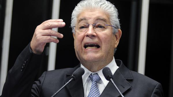 Requião deve ser suspenso ou expulso do PMDB até outubro