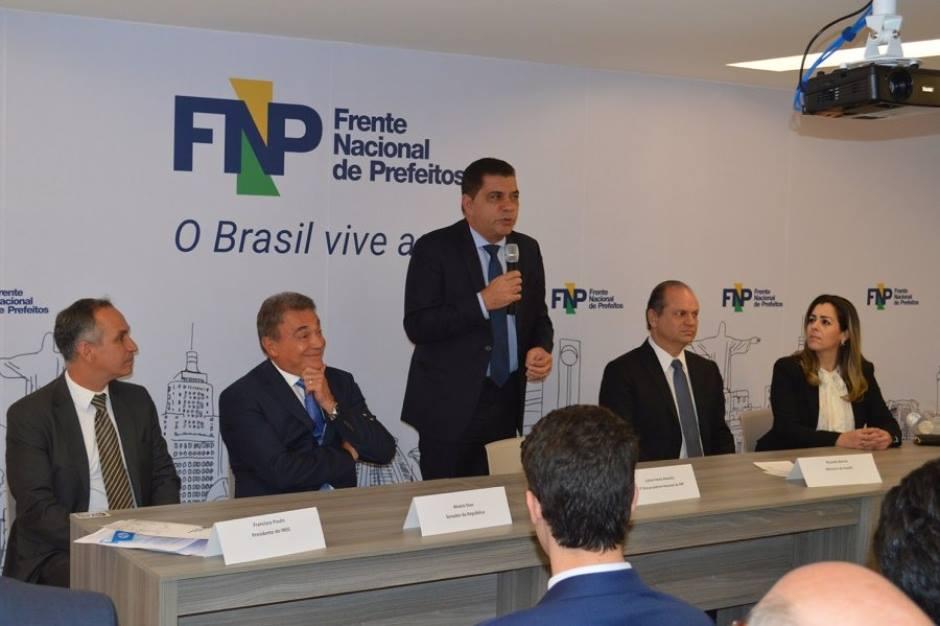 Carlos Amastha assume Frente Nacional de Prefeitos
