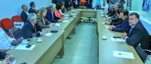 VESTINDO A CARAPUÇA: Requião participa de reunião da esquerda contra reforma da Previdência